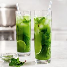 Matcha mint iced tea! Refreshing and full of the most powerful antioxidants. Click the link in our bio to shop Miss Matcha! #missmatchatea
