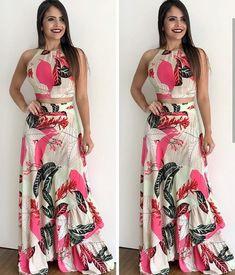 A imagem pode conter: 2 pessoas, pessoas em pé African Fashion Dresses, African Dress, Indian Dresses, Skirt Outfits, Chic Outfits, Fashion Outfits, Cute Fashion, Fashion Models, Indian Designer Wear