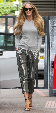 Elle Macpherson knows how to wear #metallic pants. // #fashion #style