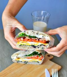 바쁜 아침 든든한 치아바타 샌드위치 만들기 : 네이버 블로그 K Food, Holidays And Events, Salmon Burgers, Sandwiches, Lunch Box, Food And Drink, Cooking Recipes, Yummy Food, Bread