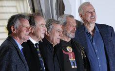 De gauche à droite : Michael Palin, Eric Idle, Terry Jones, Terry Gilliam et John Cleese lors de la conférence de presse à Londres, le 21 no...