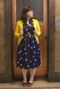 Cute polka dot dress and yellow cardi look - Fashion ideas - Modest Fashion Fashion Mode, Curvy Girl Fashion, Modest Fashion, Look Fashion, Womens Fashion, Fashion Stores, Office Fashion, Dress Fashion, Trendy Fashion