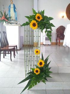 Contemporary Flower Arrangements, Creative Flower Arrangements, Tropical Flower Arrangements, Church Flower Arrangements, Altar Flowers, Church Flowers, Fall Flowers, Altar Decorations, Leaf Decoration