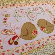 two little aussie birds: Tail Feathers Journey :: Block 5 Bird Applique, Applique Quilts, Small Quilts, Mini Quilts, Baby Quilts, Embroidery Patterns, Quilt Patterns, Bird Quilt, Patch Aplique