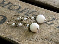 """""""Les Rétros"""", Mes petites perles en nacre blanche de Electra B. créations sur DaWanda.com"""