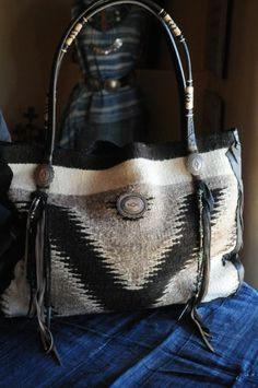 The Bella handbag from Santa Fe Scout Collection