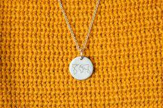 Inspiration // Die Kette für Reisliebhaber. Die Welt jeden Tag bei sich tragen. Material: 925/- Silber / schwarz graviert