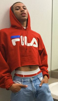 Do you wish you could wear personal hoodie constantly? Our trend tutorial demonstrates you how to. Mens Crop Top, Crop Top Hoodie, Cropped Hoodie, Men In Crop Tops, Cropped Tops, Look Fashion, Mens Fashion, Fashion Trends, Half Shirts