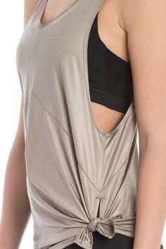 This lingerie-inspired tank top is sheer brilliance with cooling mesh inserts. // D'une brillance absolue, cette camisole Lolë est ajourée d'insertions de filet pour une aération optimale.