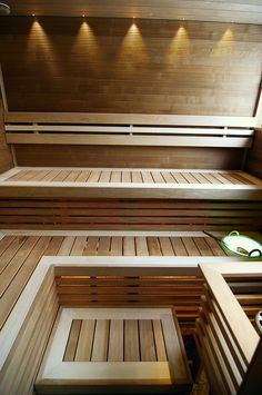 Saunainter.fr Sauna Steam Room, Sauna Room, Decor Interior Design, Interior Decorating, Sauna Seca, Sauna House, Portable Sauna, Outdoor Sauna, Sauna Design