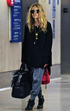 MARY KATE OLSEN FRINGE LEATHER BAG PURSE VELVET STUDDEDPUCH CLUTCH BAG LAYER CHAIN NECKLACES BLACK ANKLE BOOTS AIRPORT FASHION MESSY HAIR SWEAT PANTS HAREM PANTS