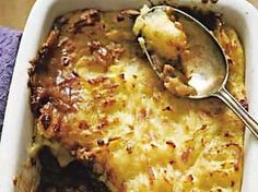 The Hairy Bikers' healthy cottage pie recipe is a delicious lower-fat twist on the classic family dinner. Baked Pasta Recipes, Pie Recipes, Dinner Recipes, Slimming World Cottage Pie, Mince Pasta Bake, Potato Toppings, Pie Tops, Thing 1, Cooking