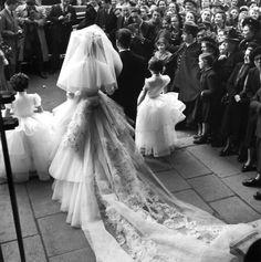 DOISNEAU Robert, Mademoiselle d'Origny devient Vicomtesse d'Harcourt, photographie, 1952