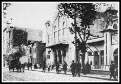 Elhamra Sineması İzmir'in Konak ilçesi Milli Kütüphane Caddesi'nde bulunan tarihi bir sinemadır. Sinema, 1912'de kurulan İzmir Milli Kütüphanesi'ne maddi kaynak sağlamak için kurulmuştur. 1926 yılında açılan sinemanın mimarı Neo-Klasik Türk mimarisinin öncülerinden Mimar Tahsin Sermet Bey'dir.  Dünyanın ilk sesli filmi The Jazz Singer İzmir'de ilk kez bu salonda gösterilmiştir.