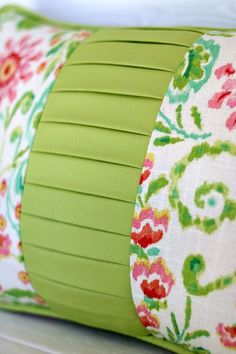 Sewing Cushions color block pillow tutorial - Full details on how to make this stunning color block pillow with knife pleated panel and piping. Video tutorials help you every step of the way. Sewing Pillows, Diy Pillows, How To Make Pillows, Decorative Pillows, Cushions, Throw Pillows, Pillow Ideas, Pillow Patterns, Pillow Inspiration
