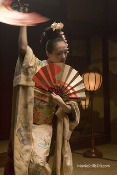 """'Fan Dance' from the movie """"Memoirs of a Geisha"""". Sayuri wears a furisode (kimono with long, flowing sleeves) embroidered with cherry blossoms. You'll notice tucks at the shoulders and about halfway. Samurai, Japanese Kimono, Japanese Art, Japanese Things, Kimono Japan, Oriental, Furisode Kimono, Art Magique, Colleen Atwood"""