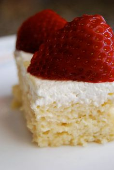 Tres Leches Cake A Mexican place near work has the best Tres Leches cake I've ever had. I wonder if this recipe will taste like it. Sweet Desserts, No Bake Desserts, Just Desserts, Delicious Desserts, Yummy Food, Cupcake Icing Recipe, Cupcake Cakes, Icing Recipes, Yummy Recipes