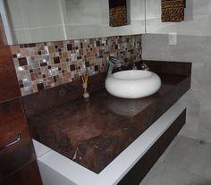Lavatório em Granito Fusion resinado. • • #marmorariapedrabranca #marmoraria #banheiro #lavabo #lavabodecorado #decor #decorar #home #homedecor #design #designdeinteriores #arquitetura #arquiteturainteriores #arquiteturaflorianopolis