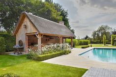 Cottage poolhouse met riet | Bogarden