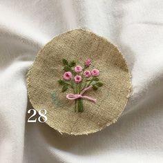 . . ミニブーケ出来ました。。。 . #ハンドメイド #花束 #手作り #手仕事 #手刺繍 #handembroidery #handmade…