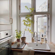 """@renlykke.no shared a photo on Instagram: """"Litt kjøkkeninspirasjon fra Humdakin🌱 Ønsker dere en god søndag💚…"""" • Jun 20, 2021 at 8:51am UTC Dere, Double Vanity, Bathroom, Washroom, Full Bath, Bath, Bathrooms, Double Sink Vanity"""
