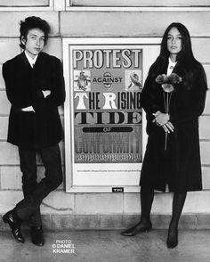 Bob Dylan and Joan Baez  in Newark, New Jersey, 1964.  © Daniel Kramer