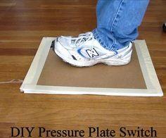 Een doe het zelf druksensor gemaakt van karton, tape en aluminiumfolie. Leuk in combinatie met de  MakeyMakey.