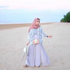 21 Ideas travel outfit hijab for women - Taking a vacation can often be conside. 21 Ideas travel outfit hijab for women – Taking a vacation can often be conside… 21 Ideas tr Summer Holiday Outfits, Holiday Outfits Women, Casual Summer Outfits, Outfit Summer, Outfit Beach, Hijab Fashion Summer, Muslim Fashion, Dress Fashion, Trendy Fashion