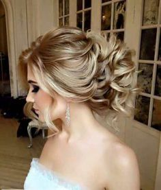 These powerful wedding hairstyles are seriously stunning with luscious braids and shimmering hairpieces! With unique bridal headpieces from Enzebridal and voluminous, elegant styles from Elstile, this bridal inspiration is full of life. Get inspired and a Wedding Hairstyles For Women, Latest Hairstyles, Bride Hairstyles, Cool Hairstyles, Romantic Wedding Hair, Wedding Hair And Makeup, Bridal Hair, Bridal Headpieces, Perfect Wedding