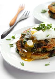 Garlic Spinach Potato Pancakes with Poached Eggs #brunch #eggs #recipe