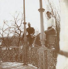 Tsar Nicholas II com sua filha a Grand Duchess Tatiana Nikolaevna em Tsarskoye Selo no Alexander Palace em 1914.