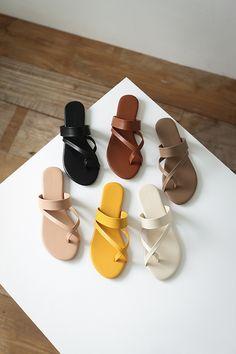 Trendy Sandals, Simple Sandals, Shoes Flats Sandals, Shoe Boots, Cute Slippers, Adidas Shoes Women, Fashion Sandals, Baskets, Casual Shoes