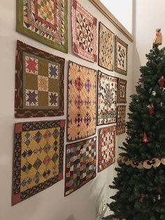 A Super Easy Way to Hang Mini Quilts - Quilting Digest Old Quilts, Small Quilts, Mini Quilts, Hanging Quilts, Quilted Wall Hangings, Mini Quilt Patterns, Quilt Display, Quilted Table Toppers, Miniature Quilts