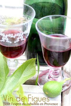 Recette Vin de Figues 15 litres à préparer fin avril, début mai Ingrédients 10 litres vin rouge  2 Kg sucre roux  1 kg jeunes feuilles fraîches & lavées (sans tiges) 2 litres eau de vie de fruits (neutre) Recette : Mélanger les ingrédients laisser macérer 1 mois puis filtrer et mettre en bouteille Servir à température ambiante en apéritif