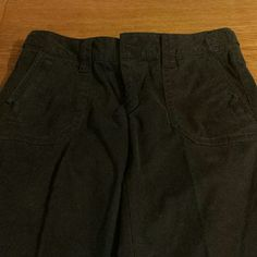 Thin, small cargo pockets. Sz 10 Tall Like new Eddie Bauer Pants
