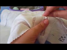 CAPRICHOS DE BOLILLOS Vainica realizada con nudos y bordado Cutwork Embroidery, Hand Embroidery Stitches, Drawn Thread, Sewing, Video, Youtube, Embroidery For Beginners, Crochet Dishcloths, Embroidery Stitches