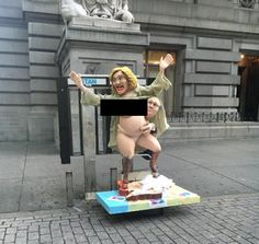 Aparece en Manhattan figura de Hillary Clinton desnuda ...