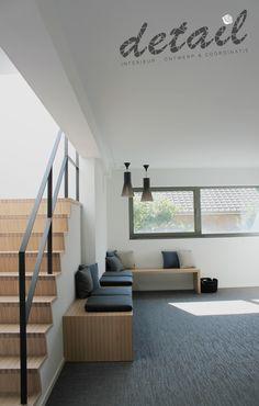 wachtzaal met zitbank in hout, zelfde uitvoering zoals de trap Waiting Rooms, My Dream Home, Living Room Decor, Furniture Design, Stairs, The Originals, Interior, Restaurants, House Ideas