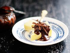 Cheddaria ja chili-suklaakastiketta