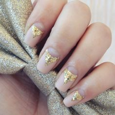 Nude polish with natural moons and gold glitter tips / points extending from the moons easy free hand nail art Diy Nails, Cute Nails, Pretty Nails, Classy Nail Art, Cool Nail Art, Golden Nails, Nail Techniques, Finger, Nail Candy