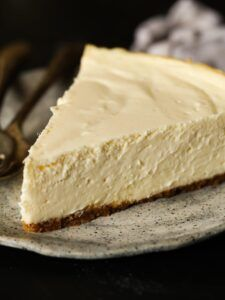 This Easy Recipe Makes The Best Classic Cheesecake Ever!Perfect Cheesecake doesn't have to be intimidating! I've created the creamiest, smoothest cheesecake recipe that is easy to make and will always turn out perfect. PLUS I have some tips Perfect Cheesecake Recipe, Plain Cheesecake, Cheesecake Pudding, How To Make Cheesecake, Best Cheesecake, Homemade Cheesecake, Classic Cheesecake, Easy Cheesecake Recipes, Cookie Recipes