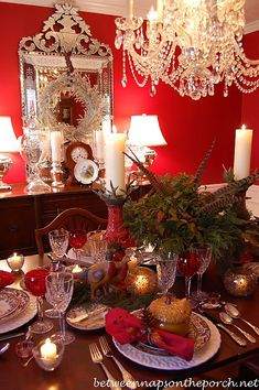 9 Thanksgiving Table Settings, Plus a Colonial Williamsburg Centerpiece Luckily for you, our best DIY Christmas table decorations ideas are so gorgeous, they double as conversation starters that are sure to spark some special moments between your guests.#christmastabledecorationideas #christmasdecorations #christmastablesetting #christmastabledecor #diychristmastablesettings #christmastablesettingsideas #99inspire Thanksgiving Flowers, Thanksgiving Table Settings, Thanksgiving Centerpieces, Diy Thanksgiving, Christmas Table Settings, Christmas Desk Decorations, Christmas Tablescapes, Spode Woodland, Victorian Christmas
