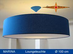 Loungeleuchte MARINA, Ø100 cm, Pendellampe mit Diffusor und Baldachin. Überzeugend und beeindruckend, elegant und besonders - die Leuchte im Kingsize-Format. Baumwolle in Blau.