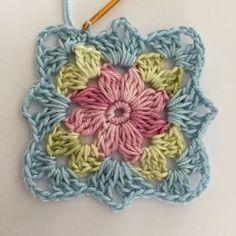 58 super Ideas for knitting patterns for men double crochet Granny Square Häkelanleitung, Crochet Square Blanket, Crochet Motifs, Granny Square Crochet Pattern, Crochet Flower Patterns, Crochet Squares, Crochet Blanket Patterns, Baby Blanket Crochet, Double Crochet