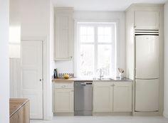 Platsbyggt kök i 20-tals stil, handbyggt av Rikard Jakobsson, Möllansverkstäder /site-bygget kjøkken