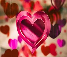 Toddlers love crafts, so check out these fun Valentine's Day craft ideas for toddlers. Here are some Fun Valentine's Day Craft Ideas for Toddlers. Valentines Day Pictures, Valentine Day Crafts, Happy Valentines Day, Menu Saint Valentin, Cadeau St Valentin, Love Images, Love Photos, Love Pictures, Kiss Images