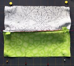 Zippered makeup pouch and pencil pouch tutorials Small Sewing Projects, Sewing Projects For Beginners, Sewing Hacks, Sewing Tutorials, Bag Tutorials, Sewing Tips, Zipper Pouch Tutorial, Purse Tutorial, Fabric Boxes