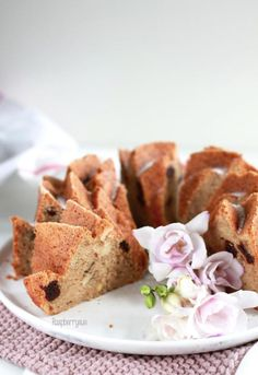 Apfelmus-Kuchen mit Kirschen und Mandeln / Apple Sauce cake with cherries and almonds