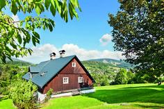 Chalupa s tajemným duchem Cabin, House Styles, Home Decor, Decoration Home, Room Decor, Cabins, Cottage, Home Interior Design, Wooden Houses