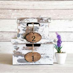 cajas-vintage-de-madera-blanca-decapada-con-etiquetas-00-a-perfect-little-life